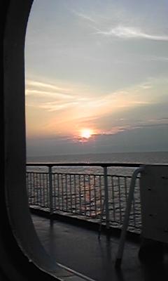 日の出は能登半島沖で